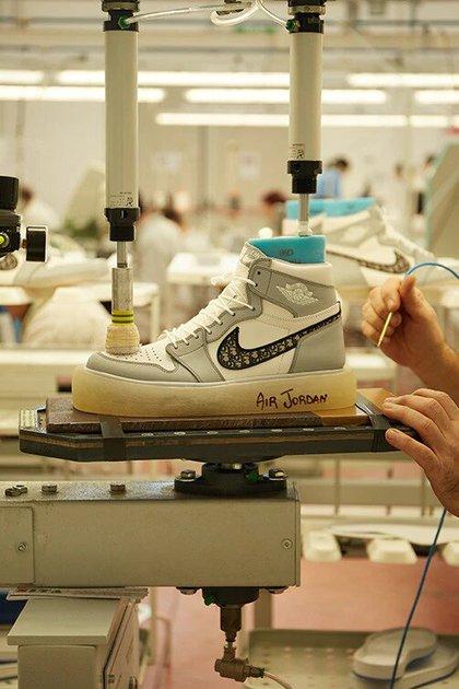 Borradura Marty Fielding idiota  Cuánto cuestan y cómo son las exclusivas zapatillas de Michael Jordan que  se agotaron antes de salir a la venta - Infobae