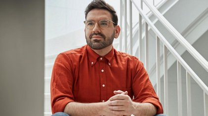 Damián Betular was born in Dolores.  He is 38 years old and was received in 2002 as Gastronomic Professional and in 2003 as Professional Pastry Chef at the IAG