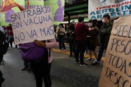 Protesta de dueños y empleados de restaurantes en Buenos Aires frente a las restricciones del gobierno nacional (Foto: Franco Fafasuli)