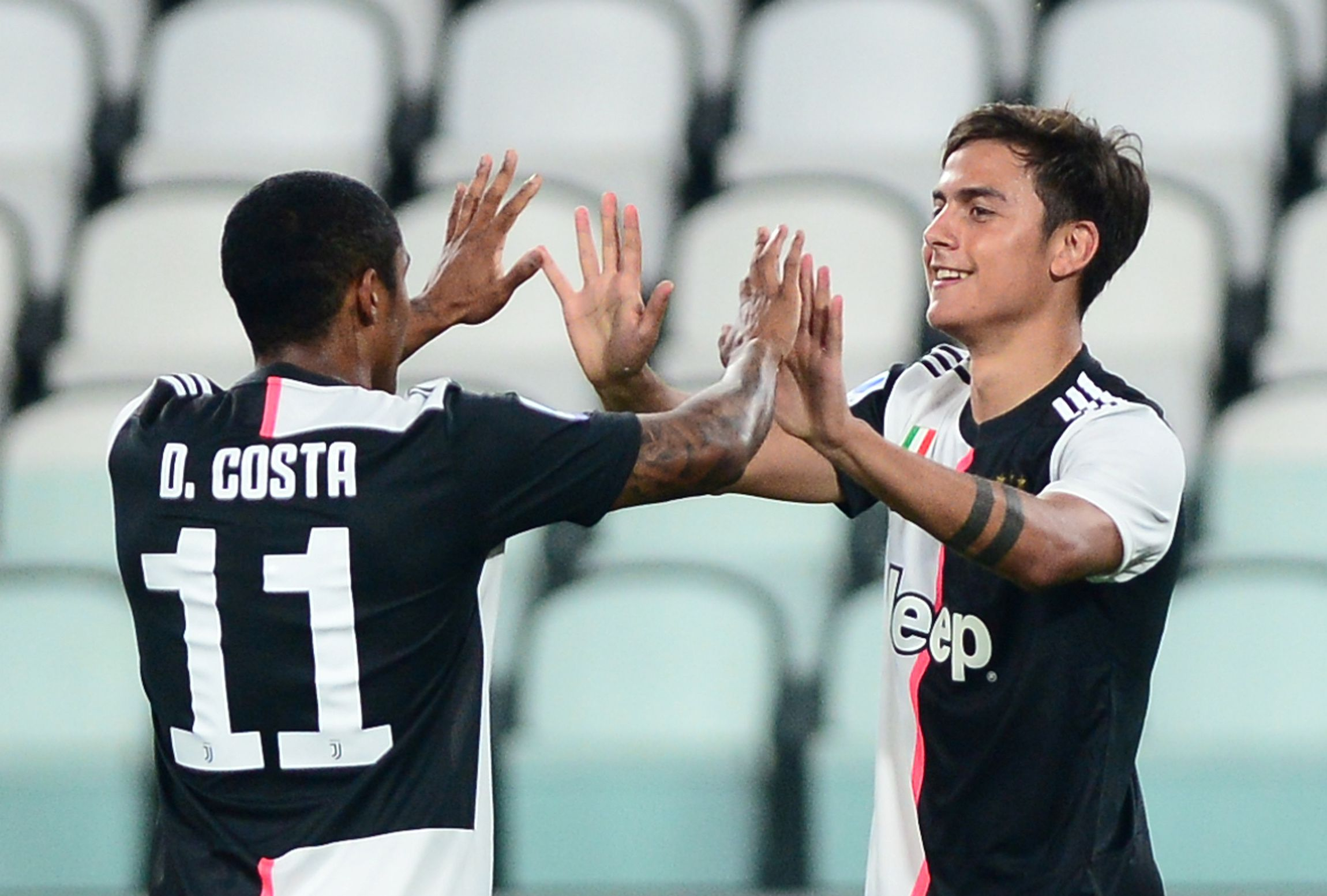 Soccer Football - Serie A - Juventus v Lecce - Allianz Stadium, Turin, Italy - June 26, 2020 Juventus' Paulo Dybala celebrates scoring their first goal with Douglas Costa, as play resumes behind closed doors following the outbreak of the coronavirus disease (COVID-19) REUTERS/Massimo Pinca