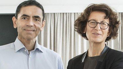 Con su esposa, Ozlem Tureci (captura biontech)