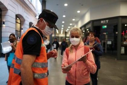 En Argentina se confirmaron 40 muertes por coronavirus (REUTERS/Agustin Marcarian)