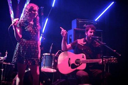 Tomás Loiseau con su hija Luna, compartiendo escenario