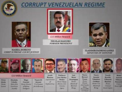 El cuadro mostrado por el Departamento de Justicia muestra una recompensa de USD 15 millones por informaciones que lleven al arresto de Nicolás Maduro