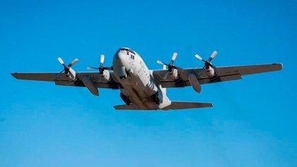 Un avión Hércules de la Fuerza Aérea Argentina (@RossiAgustinOk)