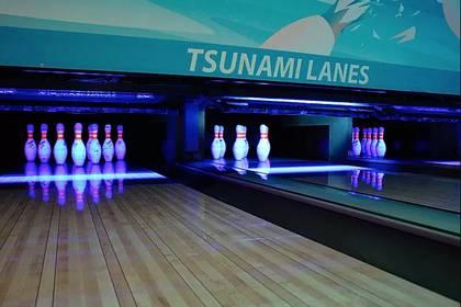 Muchos comercios intentan sumarse a la movida turística desde sus nombres, como Tsunami Lanes, salón de bowling de Crescent City. (Tsunami Lanes)