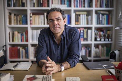 """Juan Gabriel Vásquez es autor de """"Canciones para el incendio"""", """"El ruido de las cosas al caer"""" y """"Volver la vista atrás""""."""