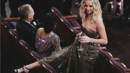 En los Oscar 2018 anduvo saltando butacas copa en mano y sin perder la gracia