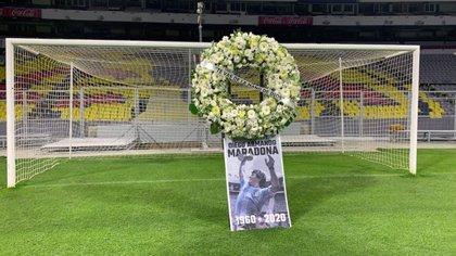 Diego Armando Maradona murió el miércoles 25 de noviembre a causa de un paro cardiorrespiratorio (@futboltrotters)