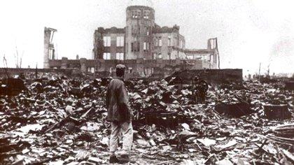 Hiroshima, en Japón, la primera ciudad que sufrió una bomba atómica, en ruinas tras la explosión (Shutterstock)