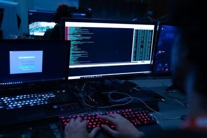 Por sus métodos, su disciplina y su planeamiento intensivo, los hackers muestran el modus operandi de una agencia estatal de inteligencia