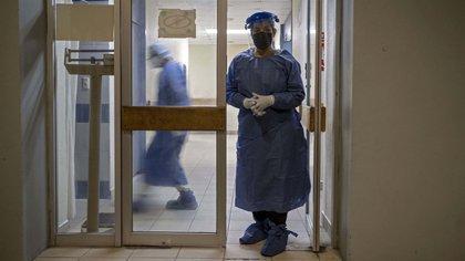 Algunos pacientes se han tenido que exponer y asistir a los hospitales aún en pandemia (Foto: Guillermo Arias / AFP)