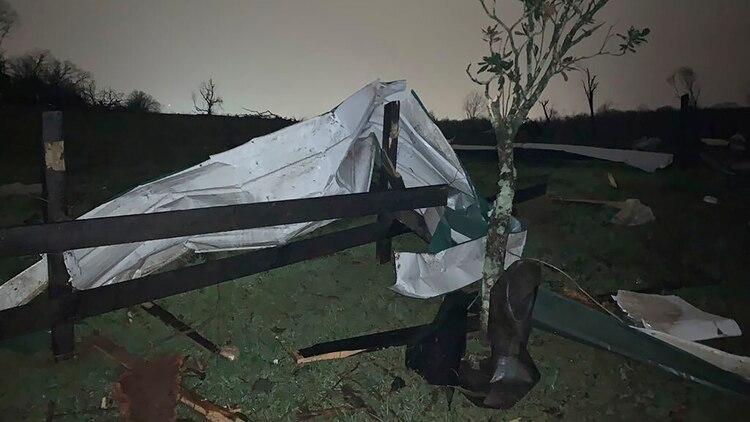 Se pronosticó que el sistema de tormentas traería un tornado aislado, vientos dañinos y granizo de gran tamaño (Tara Shaver via AP)