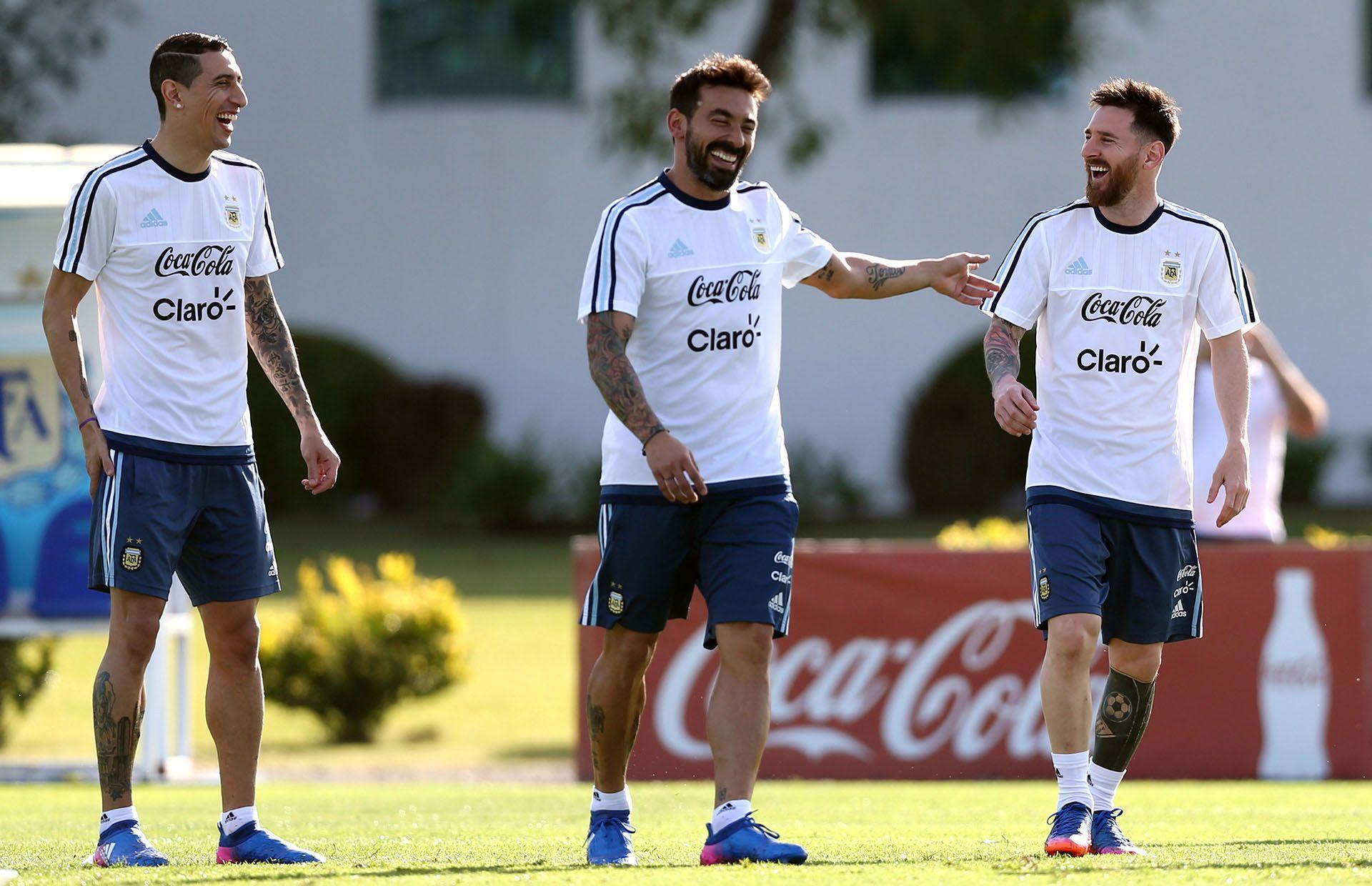 Ángel Di María, Ezequiel Lavezzi y Lionel Messi jugaron muchos años juntos en la Selección Argentina y son muy amigos