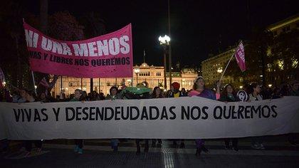 """El colectivo Ni Una Menos reclama contra la violencia machista con el lema """"Libres y Desendeudadas"""" (Gustavo Gavotti)"""