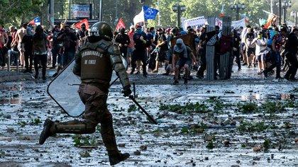 Durante siete días se dieron violentos enfrentamientos entre manifestantes y Carabineros (AFP)