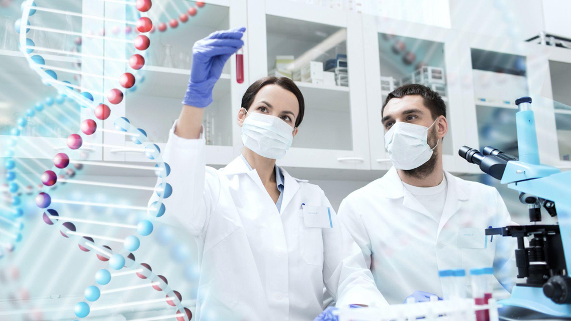 Las nuevas técnicas genéticas en medicina permitieron el desarrollo de estas innovadoras vacunas contra COVID-19 (Shutterstock)