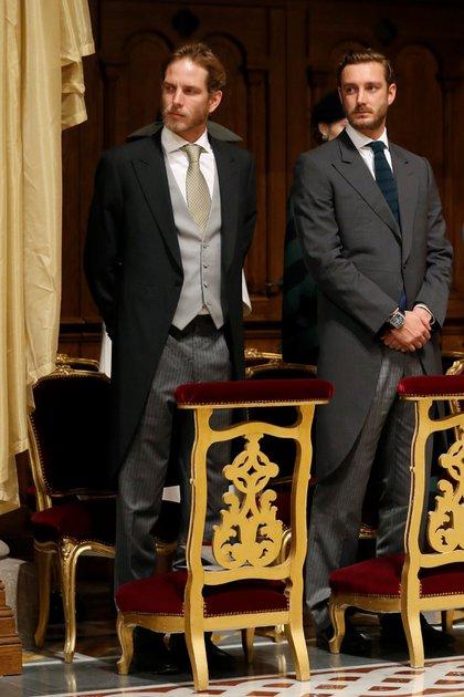 Sus hermanos Andrea y Pierre Casiraghi (Reuters)