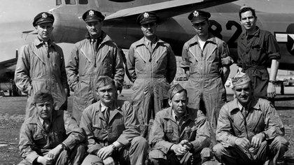 La tripulación del Enola Gay comandado por el coronel Paul Tibbets, Jr., quien lanzó la bomba atómica en Hiroshima (Us Army)