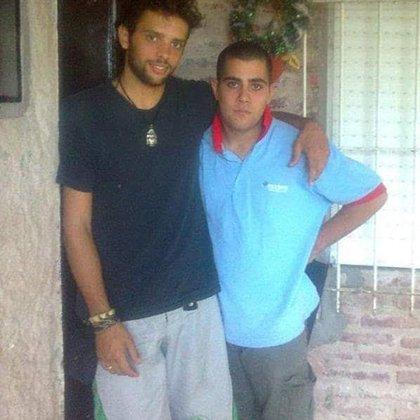 Nacho y su hermano Kang, de adolescentes