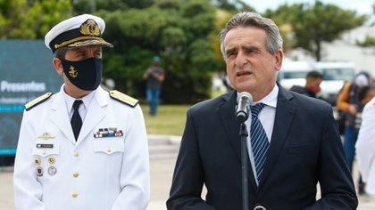 En noviembre de 2020 el actual jefe de la Armada Vicealmirante Guardia flanqueado por Rossi, descartó de plano la teoría que indicaba que la fuerza había ocultado durante un año la posición del ARA San juan (Foto: Christian Heit)