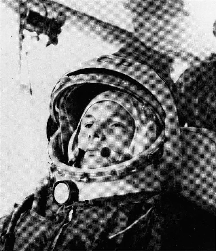 El astronauta soviético Yuri Gagarin fue el primer hombre en viajar al espacio