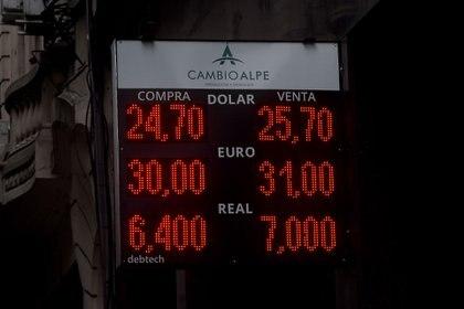 El dólar sigue en precios récord en la City porteña. (Nicolas Stulberg)
