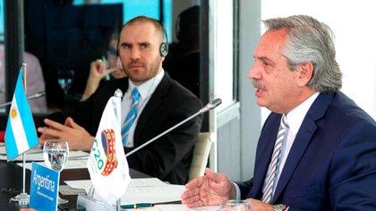 Alberto Fernández et Martín Guzmán lors de leur participation au sommet virtuel du G20 organisé par l'Arabie saoudite (présidence)