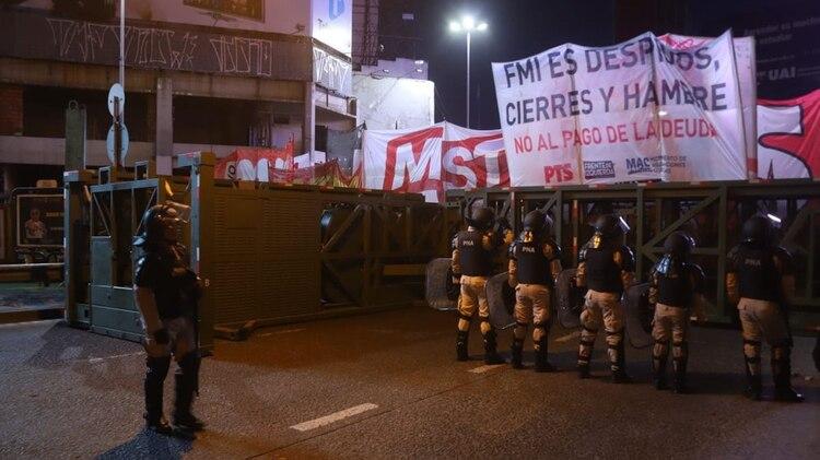La Supervalla evita el cara a cara entre las fuerzas de seguridad y los manifestantes