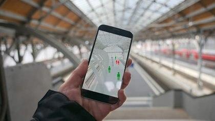 Hoy, existen aplicaciones móviles que miden las zonas calientes y frías de circulación de personas y lo vuelcan en un mapa en tiempo real. Foto: Archivo DEF.