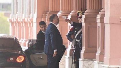 Matías Kulfas ingresando a la Casa Rosada luego del control de temperatura (Adrián Escandar)