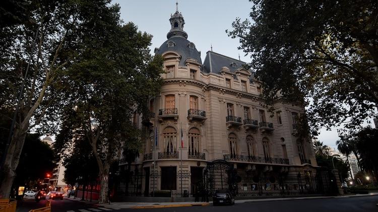 La imponente esquina del Palacio Ortiz Basualdo en Alvear y Cerrito (Nicolás Stulberg)