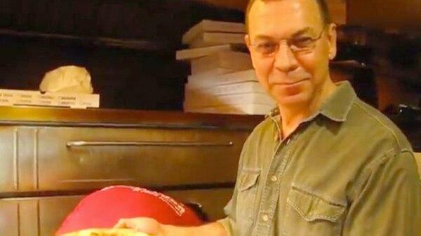 Douglas Greenwood en su pizzería. Decidió quitarse la vida para no tener que luchar más contra un cáncer de pulmón que contrajo como consecuencia de todo lo aspirado el 11-S