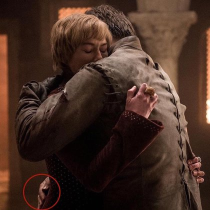 Los usuarios de Twitter notaron que Jaime Lannister volvió a tener sus dos brazos antes de morir