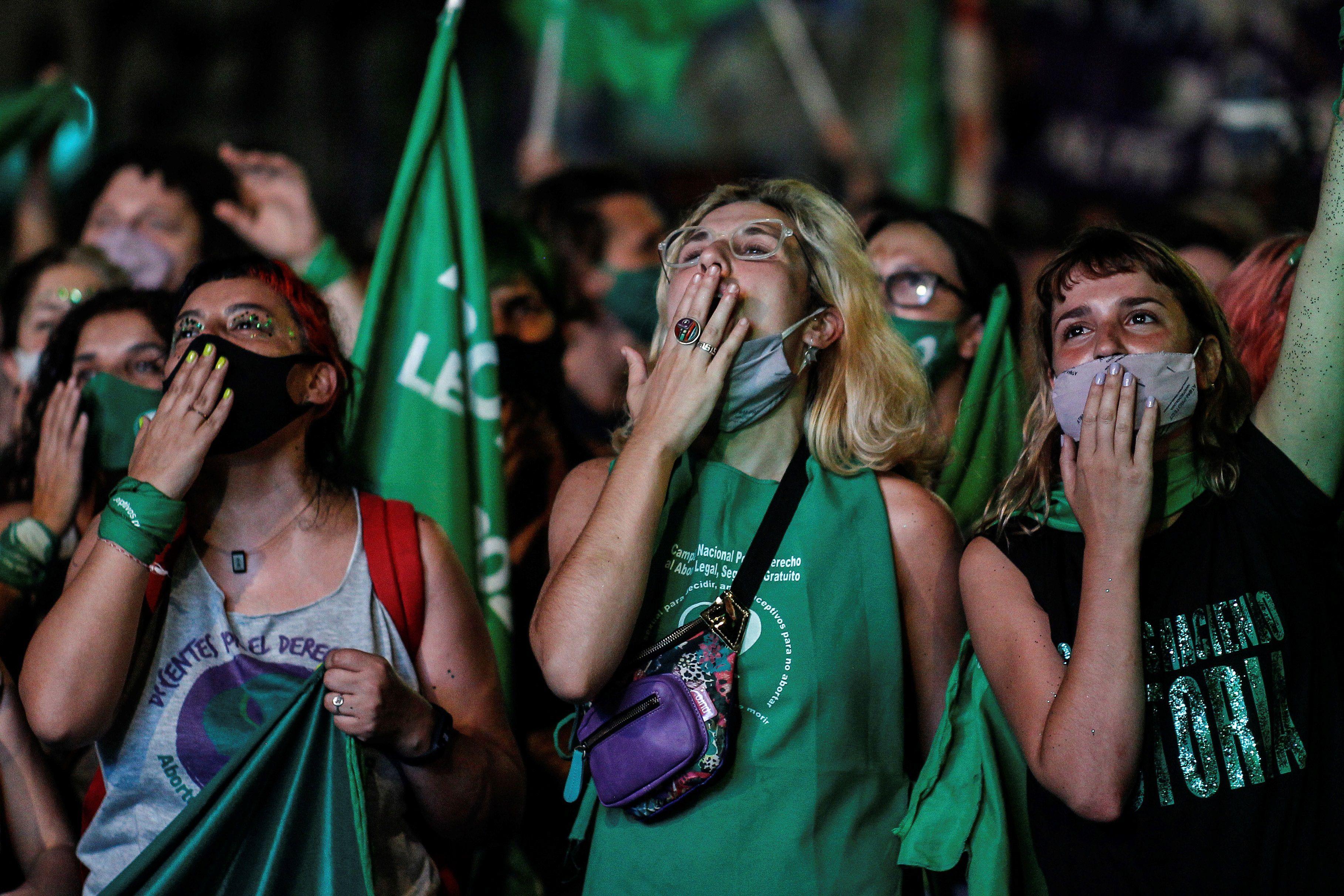 La ley de Interrupción Voluntaria del Embarazo fue sancionada el 30 de diciembre pasado por la madrugada, con 38 votos positivos, 29 negativos y una abstención (EFE/ Juan Ignacio Roncoroni)