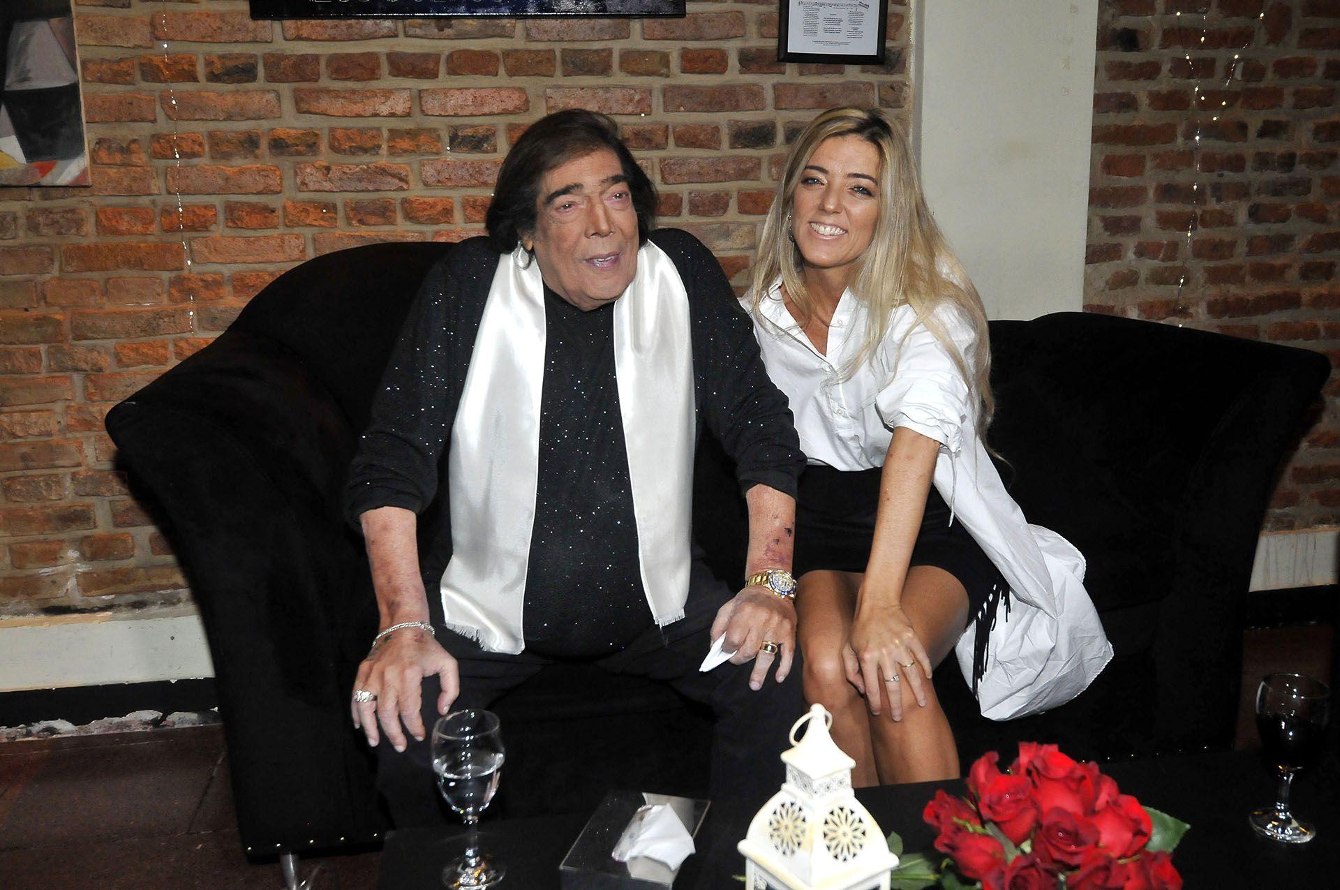 El artista celebró sus 77 años en Café La Humedad