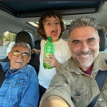 Tres generaciones reunidas en una imagen (IG: pelongomis)