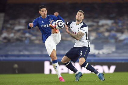 Soccer Football - Premier League - Everton v Tottenham Hotspur - Goodison Park, Liverpool, Britain - April 16, 2021 Everton's James Rodriguez in action with Tottenham Hotspur's Toby Alderweireld Pool via REUTERS/Peter Powell EDITORIAL USE ONLY. No use with unauthorized audio, video, data, fixture lists, club/league logos or 'live' services. Online in-match use limited to 75 images, no video emulation. No use in betting, games or single club /league/player publications.  Please contact your account representative for further details.