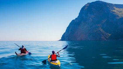 Algunos expertos piensan que podemos llegar a ver el mundo como un lugar frágil y darnos cuenta de que descender en hordas para disfrutar de aventuras puede no ser lo correcto (Shutterstock)
