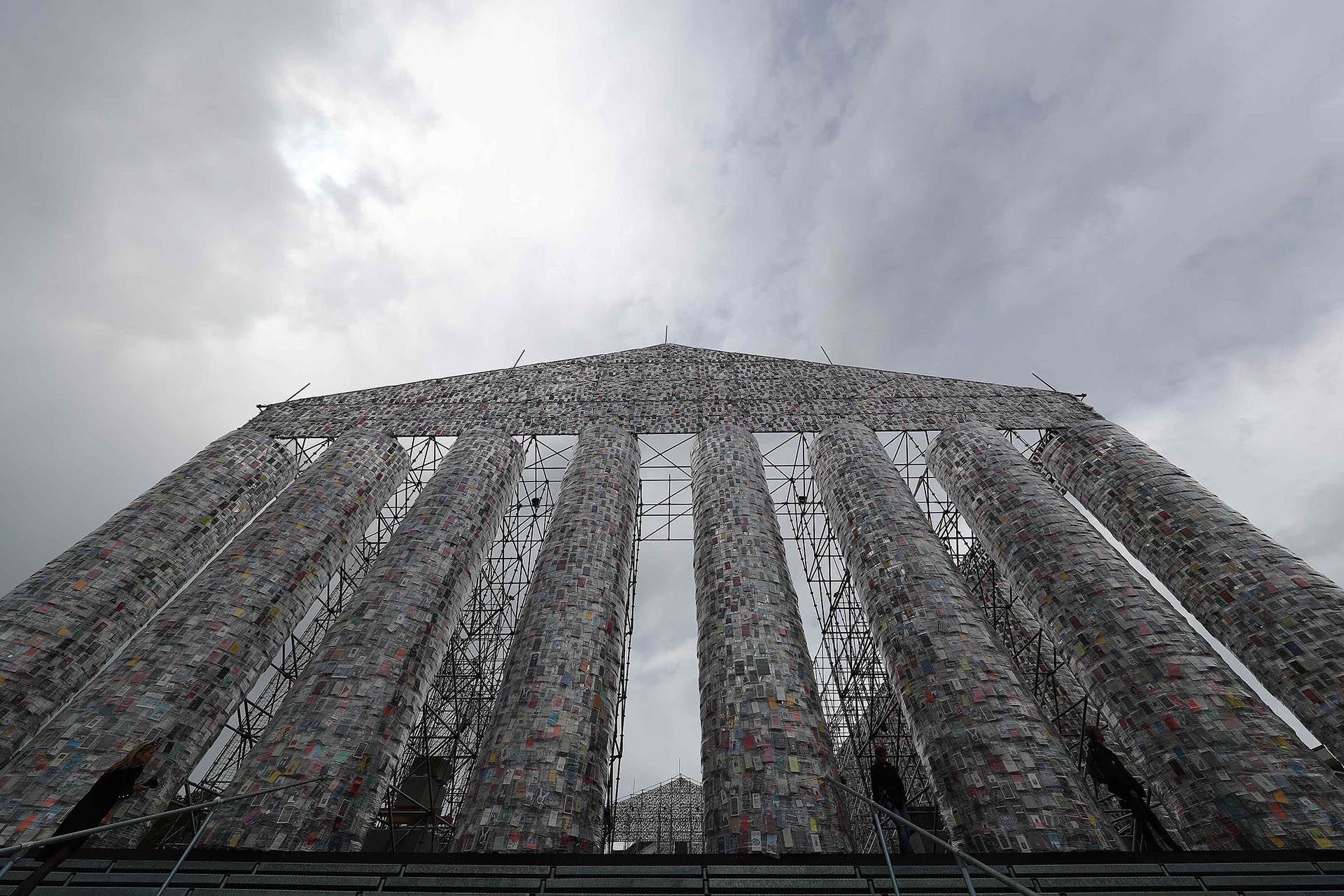 """""""El partenón de libros"""" de Minujín (Reuters)"""