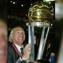 zzzznacd2 NOTICIAS ARGENTINAS BAIRES, AGOSTO 28: Fotografia de archivo del director tecnico de Boca Juniors, Carlos Bianchi, en momentos que obtenía la copa Intercontinental de clubes en el año 2003, quien hoy fue separado de su cargo. Foto NA zzzz