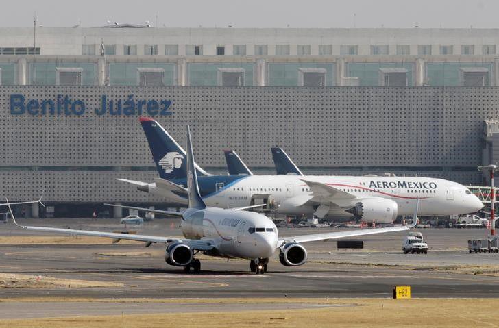 FOTO DE ARCHIVO. Vista de un avión Boeing 737-852 de Aeroméxico en el Aeropuerto Internacional Benito Juárez de Ciudad de México, México. Foto tomada el 10 de enero de 2018. REUTERS/Daniel Becerril