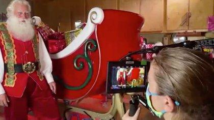 IMAGEN DE ARCHIVO. Pap� Noel graba una secuencia con Storyfile en Los �ngeles, Calidornia, EEUU. Noviembre 12, 2020. REUTERS/Reuters TV