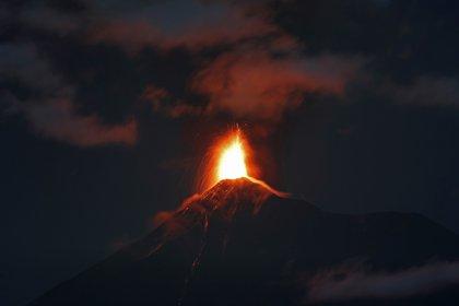 La fuerza del volcán, de 3.763 metros de altura y ubicado 35 km al suroeste de Ciudad de Guatemala, llevó a las autoridades del municipio de Escuintla a declarar la alerta roja