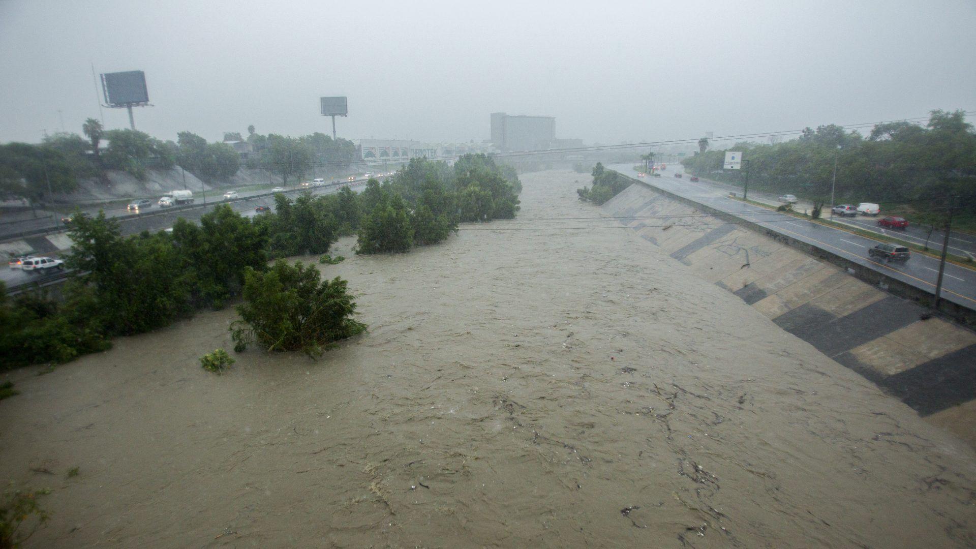 El caudal del río Santa Catarina ha crecido debido a las precipitaciones ocasionadas por la tormenta tropical Fernand (Foto: Cuartoscuro)