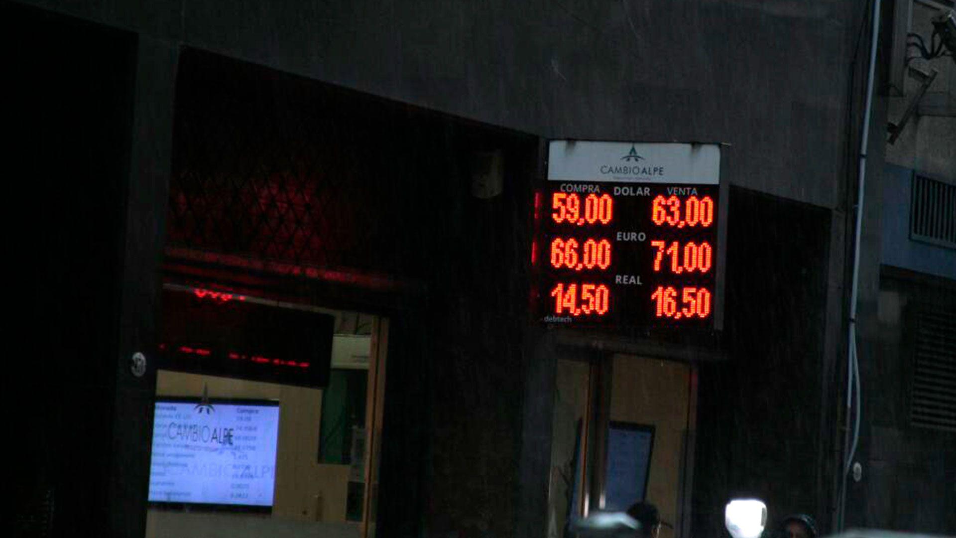 Las cotizaciones paralelas del dólar volvieron a tomar distancia del tipo de cambio oficial.