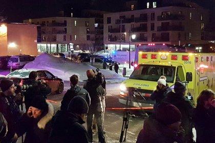 Una ambulancia en el lugar del tiroteo (Reuters)