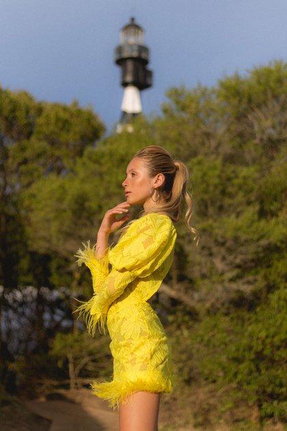 Fran, la hija de Silvina Reggio, debutando en las pasarelas con un diseño de su madre
