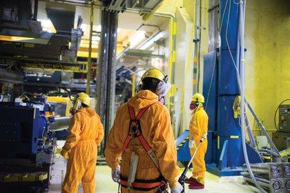 Los trabajadores de Embalse,durante la última etapa del proceso de extensión de vida de la central nuclear. Foto: Emmanuel Bocchi.