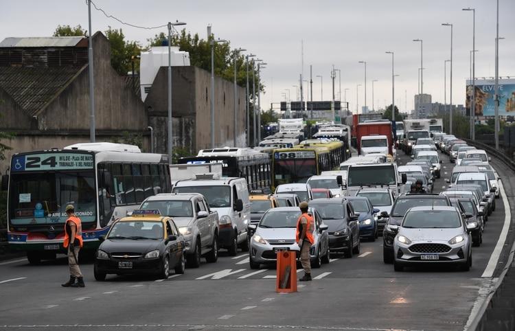 Congestionamiento en el Puente Pueyrredón (Maximiliano Luna)